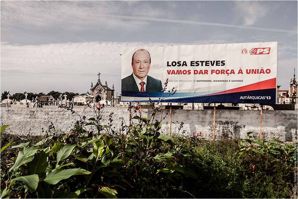 Кладбище. Политика. Поргугалия. (Cemetry. Politics. Portugal.)