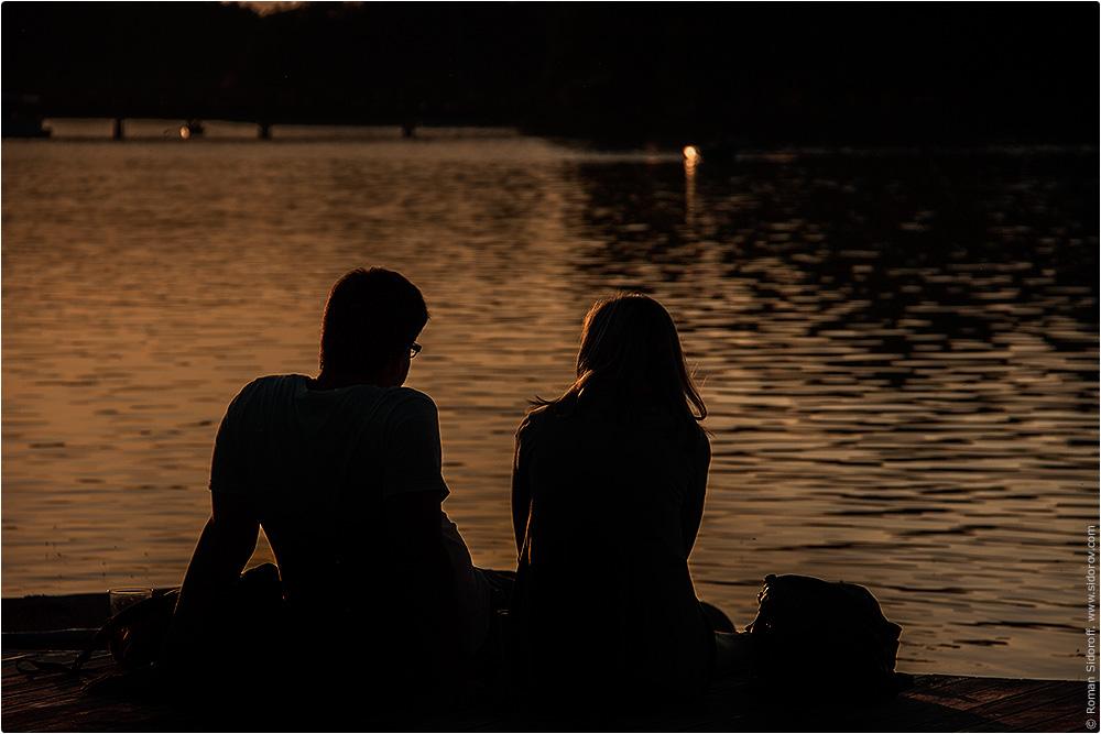 Романтическая пара у Тракайского озера, Литва