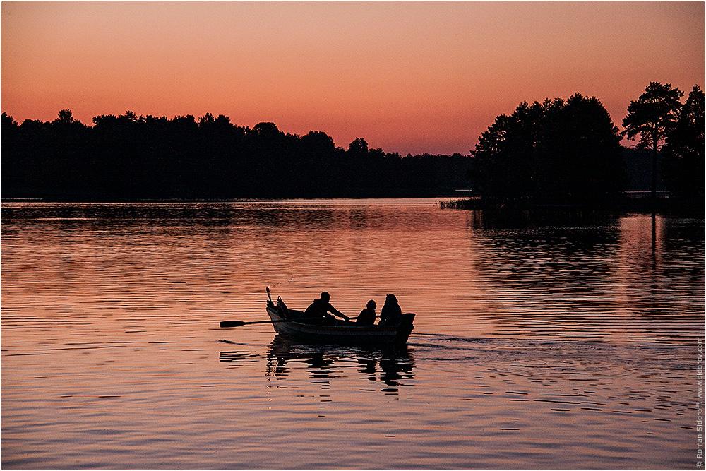 Романтическая прогулка на лодке по Тракайскому озеру. Литва